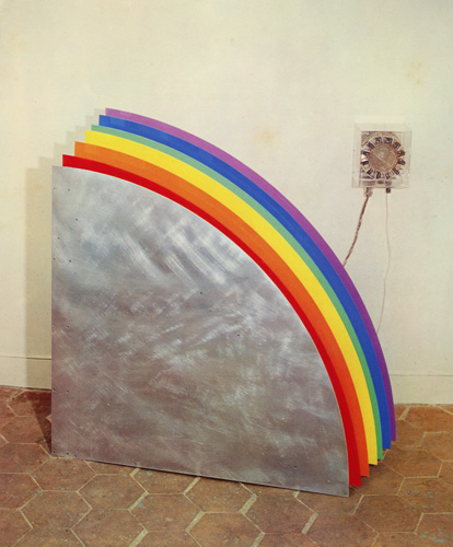 Bertholo,_René,_Arc-en-Ciel,_1969-71,_plexiglass_coloxido,_motor_elétrico,_etc,_100_x_100_x_31_cm